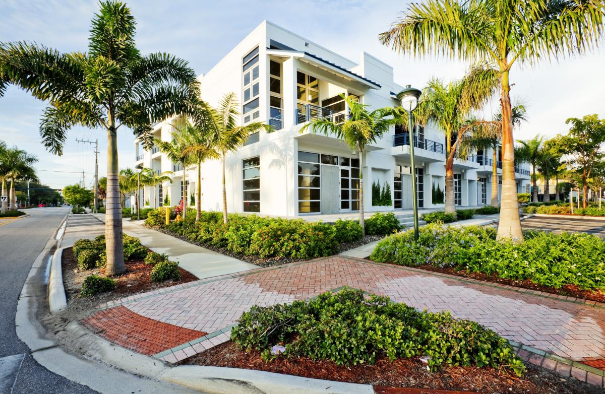 Commercial lawn care and landscaping in ruskin fl for Commercial landscaping